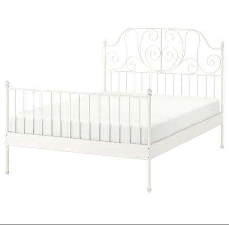 Białe łóżko metalowe IKEA