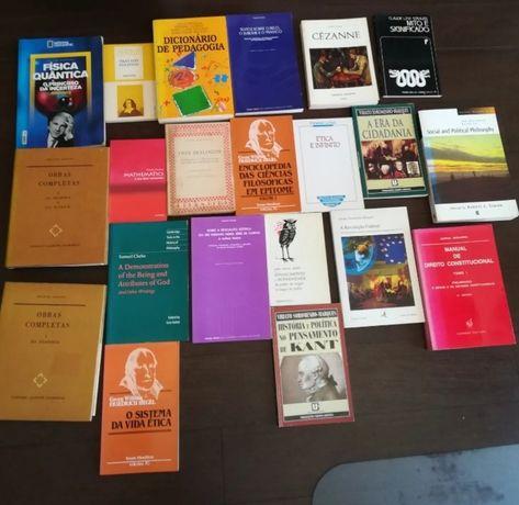 Livros de filosofia, estética, matemática, etc
