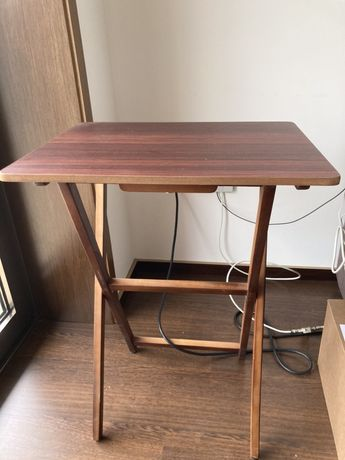 Mesa de apoio usada em otimo estado, cor castanho