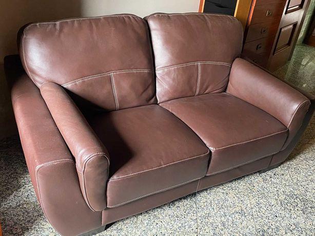 Sofa de 2 lugares, castanho. Pele sintética