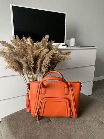 Удобная и стильная сумка мандаринового цвета