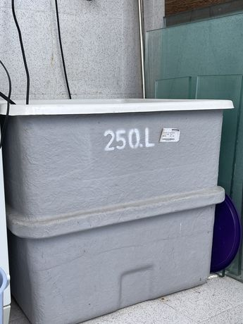 Reservatorio de agua em fibra 250 L