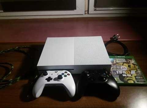 Konsola xbox one s 10 gier stan idealny! + gratis kabel HDMI