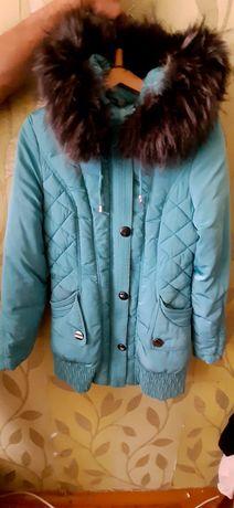 Продам зимнюю куртку с натур мехом