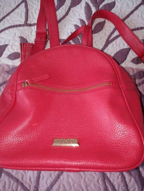 sprzedam czerwony plecak marki Liu Jo