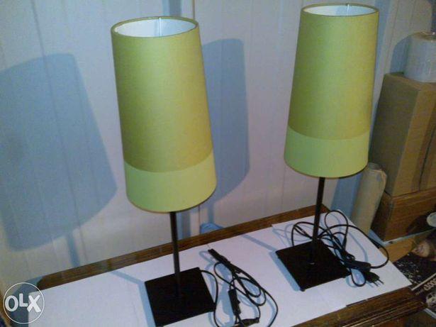 2 candeeiros com abajur de cor verde (quarto/sala)