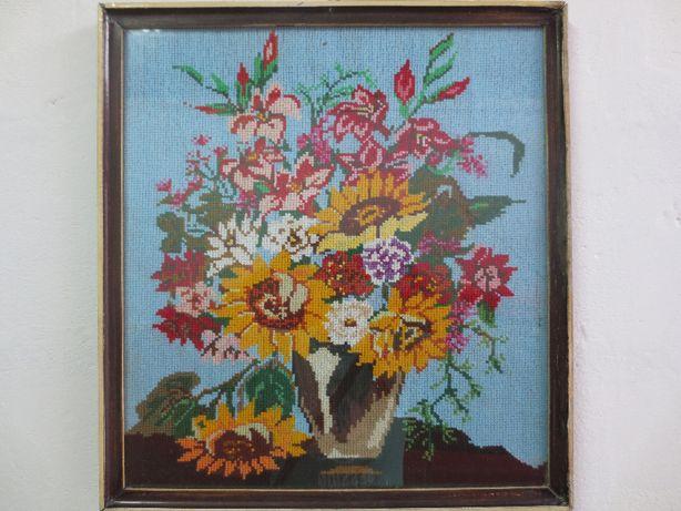 Obraz haft krzyżykowy kwiaty w doniczce. Duży, szer. 47 x 51 cm wys.