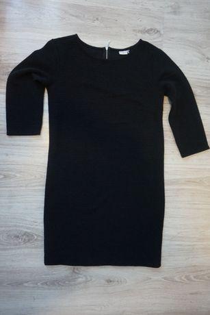 czarna sukienka prążkowana