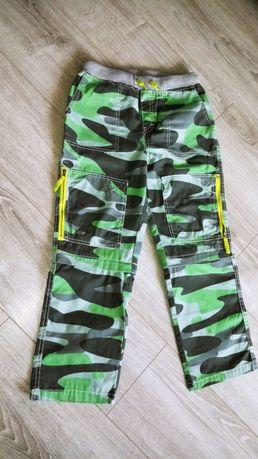 Spodnie moro z odpinanymi nogawkami r.140
