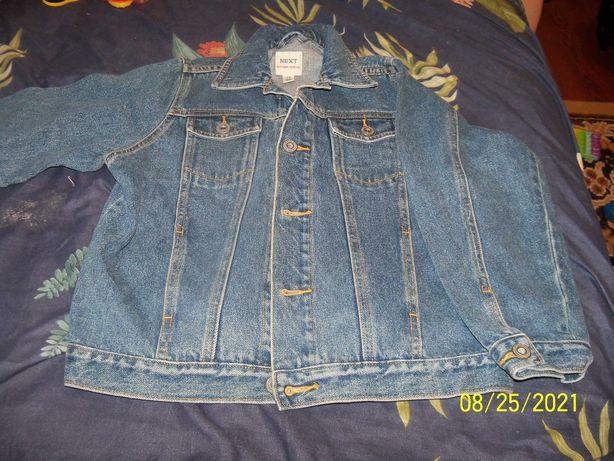 штаны и куртка джинс.