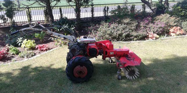 Traktorek jednoosiowy, dzik, zamiatarka kubota t550