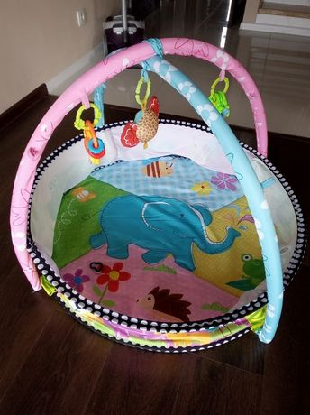 Mata dla dziecka plus zawieszki i zabawki