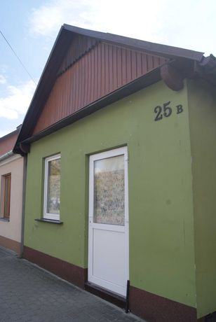 domek z lokalem handlowym w centrum Adamowa