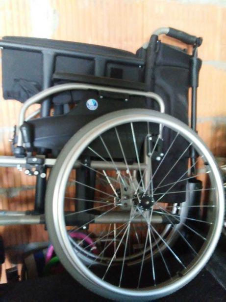 wózek inwalidzki poszerzony na zamówienie przez producenta