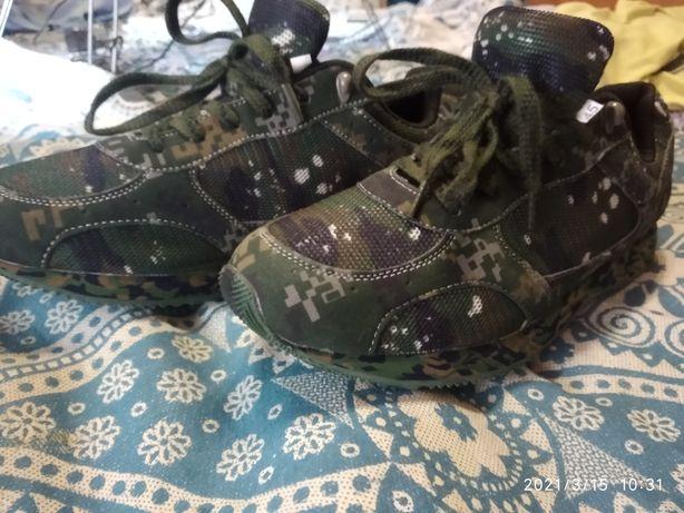 Кроссовки   под камуфляж .