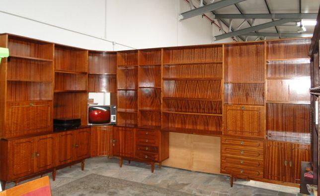 Enormíssimo móvel de canto - De sala ou escritório