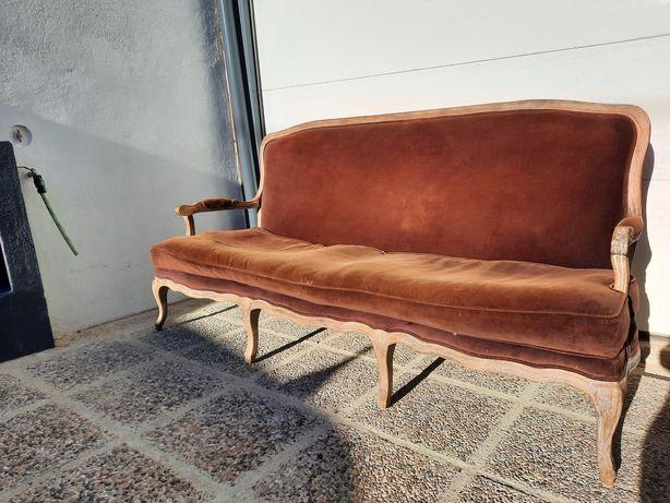 Canapé francês em estilo Luiz XV