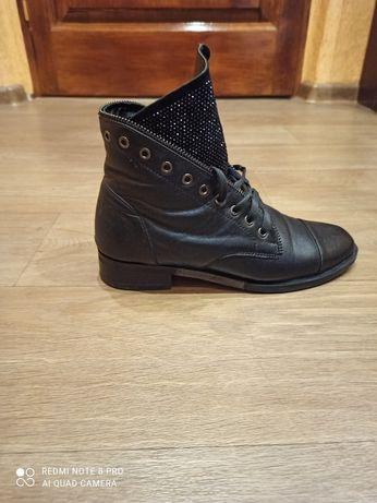 Весенние кожаные ботинки