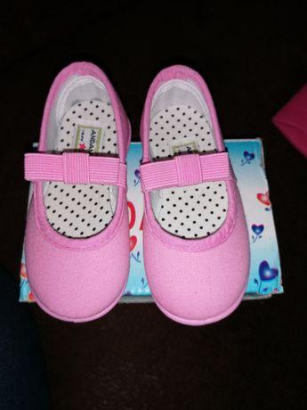 Śliczne Nowe buciki dla dziewczynki