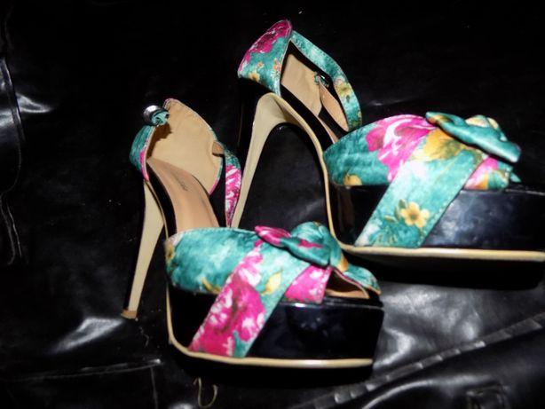 Kwiatowe szpilki – sandałki Metalika-rozmiar 40 Super sandały sandałki