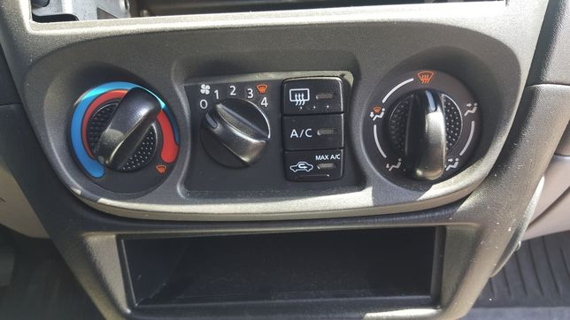 Panel nawiewu klimatyzacji Nissan Almera N16 Almera Tino