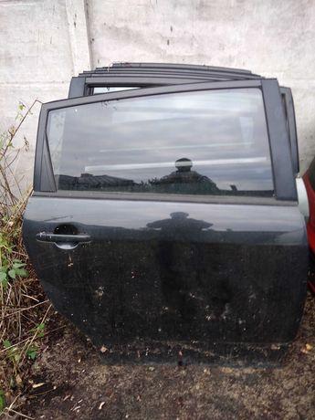 Toyota Corolla verso drzwi tylne prawe