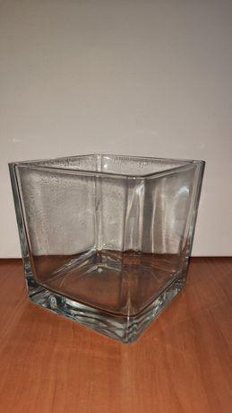 Ваза для цветов. Продам красивую, прозрачную вазу для цветов.