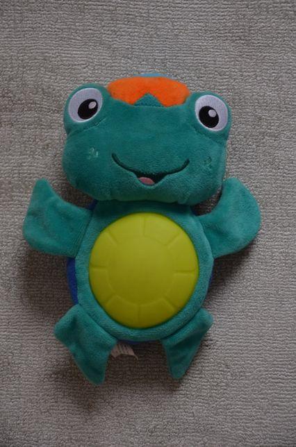 grający i świecący żółwik, pluszak interaktywny