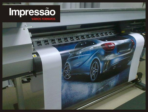 Decoração com impressão digital em telas, vinil, papel parede, etc.