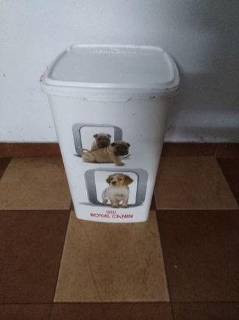 Caixa para guardar comer de cão