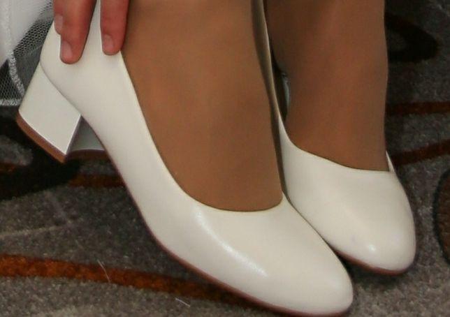 Жіночі білі туфлі