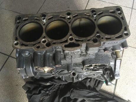 Blok silnika dół wał korbowy 2.0 TDI 140 KM BRE Audi A4 B7