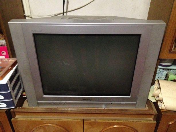 Продам телевізор з супутниковою антеною!.