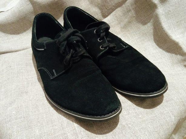 Туфлі із замшу .