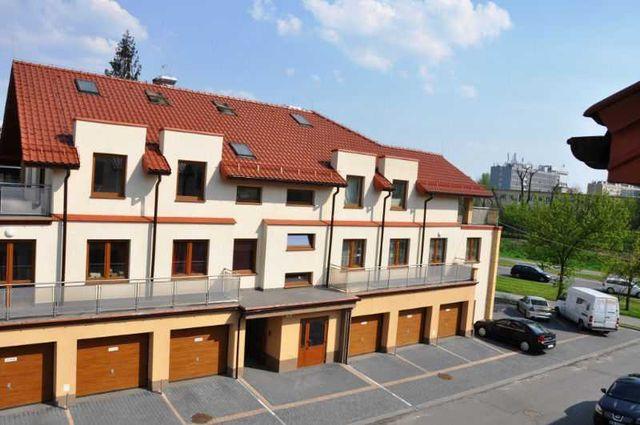 Wynajmę garaż w budynku przy ul.Wybickiego/Styki naprzeciwko dw.PKP