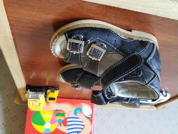 Детские сандали ортопедические.
