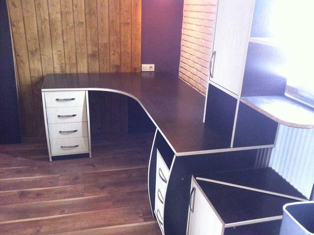 Продам стол компьютерный. Срочно.