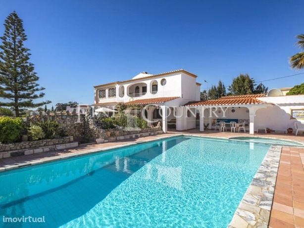Carvoeiro – Moradia V4+1 com piscina aquecida e vista mar