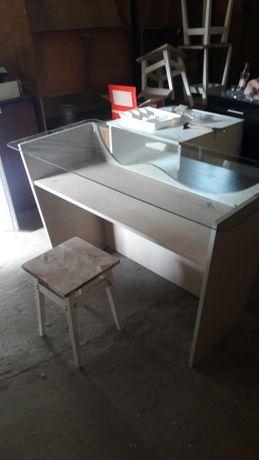 Стол письменный со стеклянной столешницей
