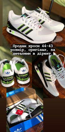 Продам кросівки Адідас  44 розмір але більше піде на 43