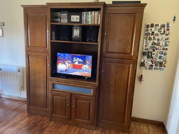 Móvel em madeira, para TV e com prateleiras no interior - 300 euros