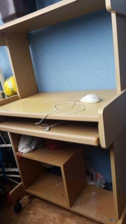 Стол компьютерный на колесиках, 1шт
