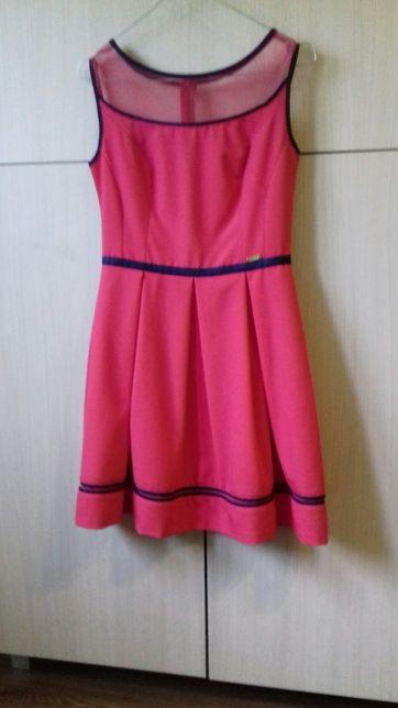 Sukienka malinowa rozkloszowana