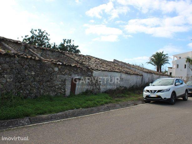 Terreno com ruína com 161m2 localizada em Moncarapacho, O...