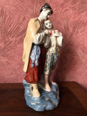 Статуэтка Козак и девушка из фарфора. Козак та дівчина порцеляна