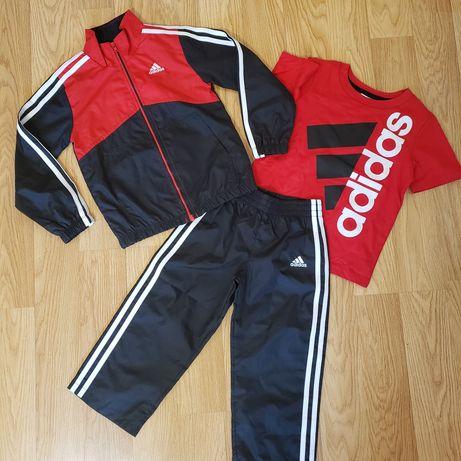 Продам фирменный костюм Adidas на мальчика 3-4 года