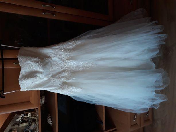 Suknia ślubna + suknienka na poprawiny( wystawiona osobno na sprzedaz)