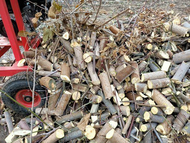 Переробляємо гілки на дрова та щепу