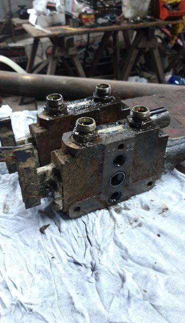 Rozdzielacz do hydraulika case