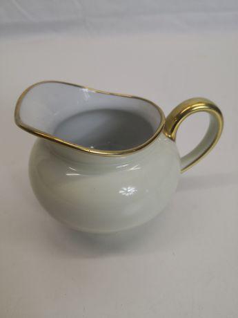 Porcelanowy pojemniczek na mleczko